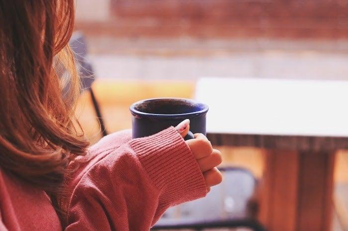カフェでまったりコーヒータイムな女の子